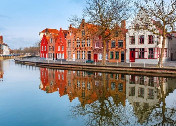 Брюггские каналы – главная достопримечательность Западной Фландрии (Бельгия).