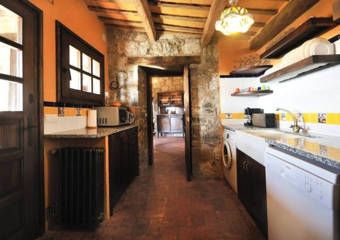 К услугам отдыхающих современная кухня («Castell de Llaes», Испания). | Фото: tripadvisor.es.