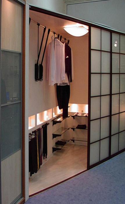 Угловой шкаф-гардеробная.
