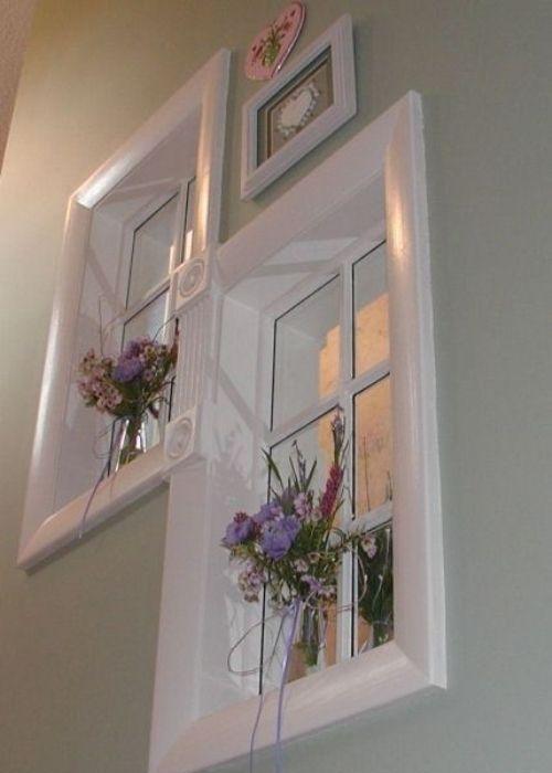 Оригинальные фальш-окна на внутренней стене.