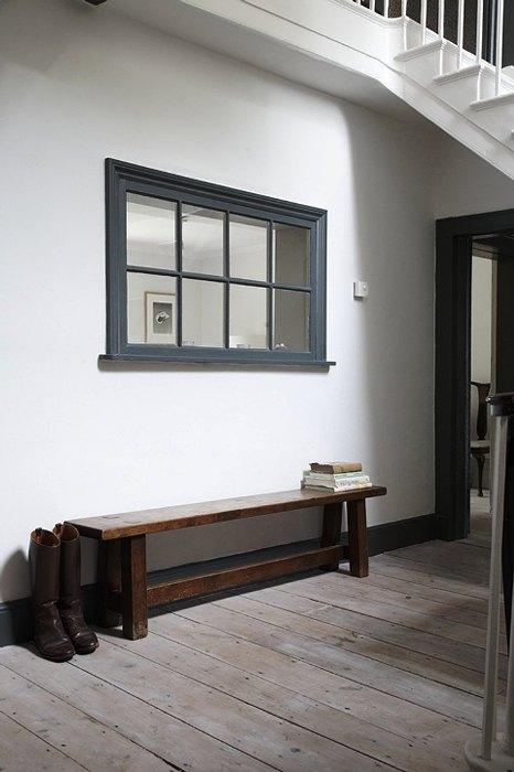 Ложное окно украсит пространство под лестницей.