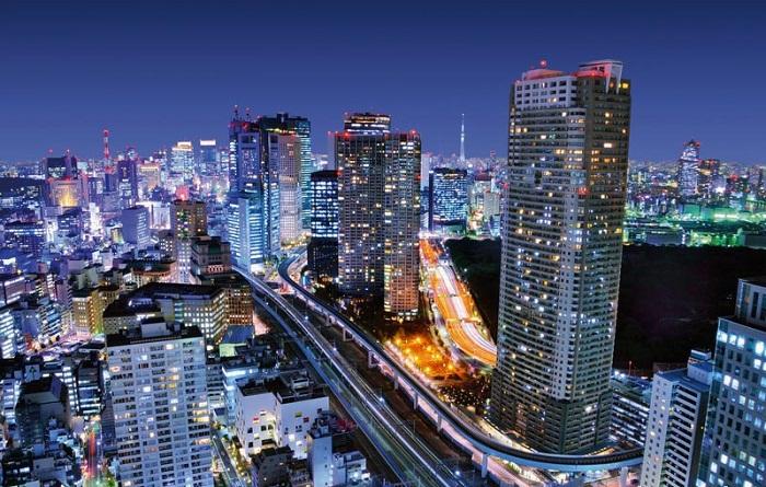 Необыкновенный неоновый блеск ночного Токио.