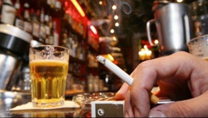 Чтобы посетители могли курить, не нарушая закон бар, превратили в церковь. | Фото: damenoticias.com.
