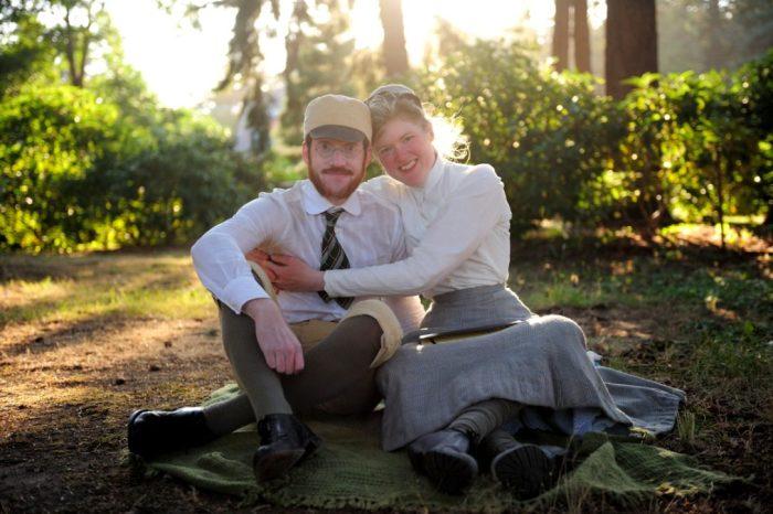 Габриэль и Сара Крисман решили подчинить свою жизнь всем правилам и обычаям, царившим в викторианскую эпоху. | Фото: picsbud.com.