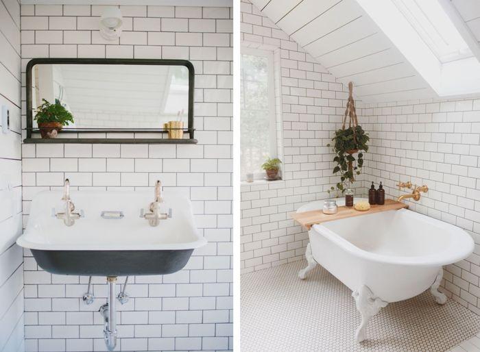 Белоснежная ванная комната стала самым уединенном местом на переоборудованном чердаке.