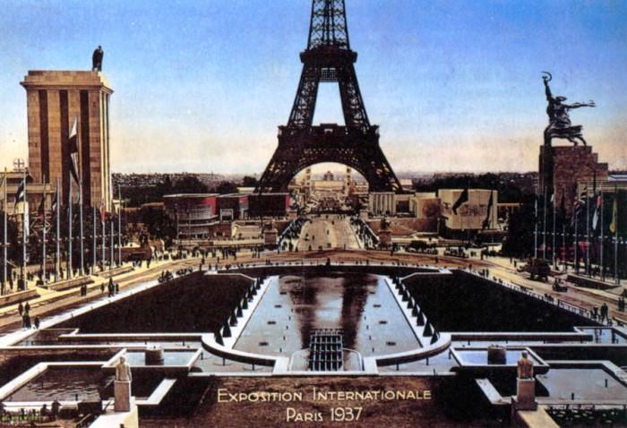 Так выглядели павильон СССР (справа) и Германии (слева). (Всемирная выставка в Париже 1937 г). | Фото: fofoi.ru.