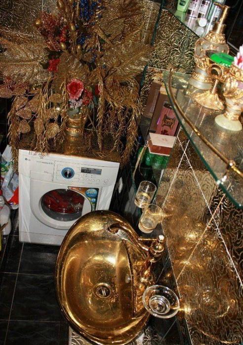 Псевдоаристократический стиль оформления ванной комнаты – излюбленный метод выделиться у «новых русских» и звезд. | Фото: grimnir74.livejournal.com.