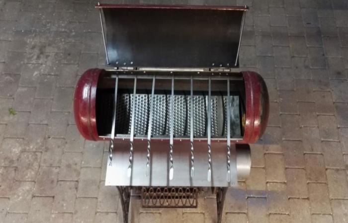 Универсальный гриль из газового баллона, который можно использовать и как мангал. | Фото: grounde.ru.