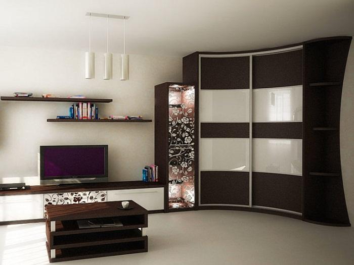 Мебельная стенка станет незаменимым элементом при оригинальной планировке.