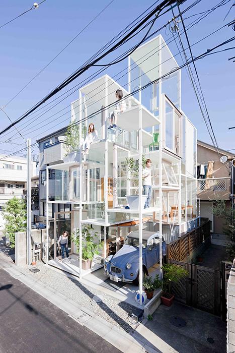 Прозрачный дом в Токио создали архитекторы компании Sou Fujimoto Architects (House Na, Токио).