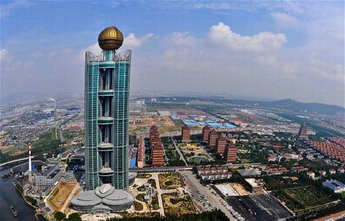 Единственная деревня в мире построила свой небоскреб (Хуаси, Китай).