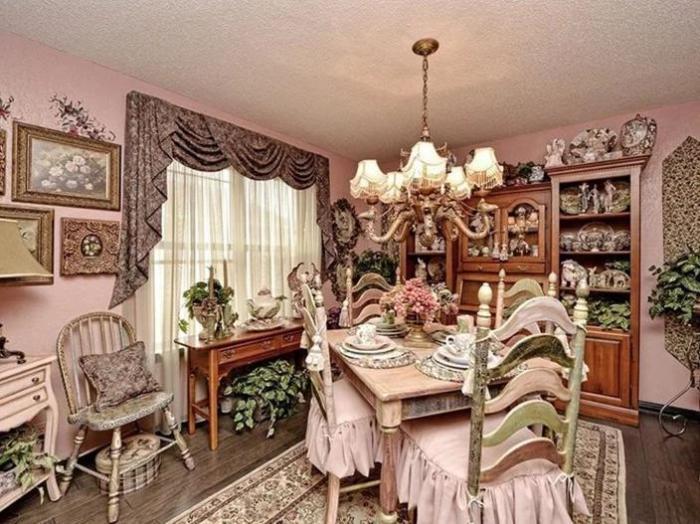 Ну как обойтись в столовой без ламбрекенов, рюшей, оборок и обилия цветов? | Фото: awesomeinventions.com.