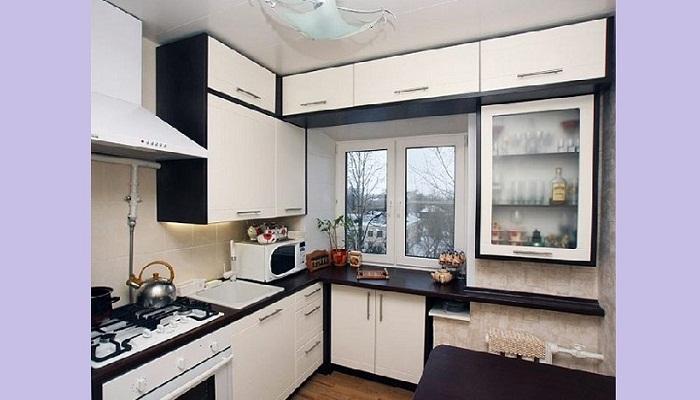 Пример рационального использования площади маленькой кухни.