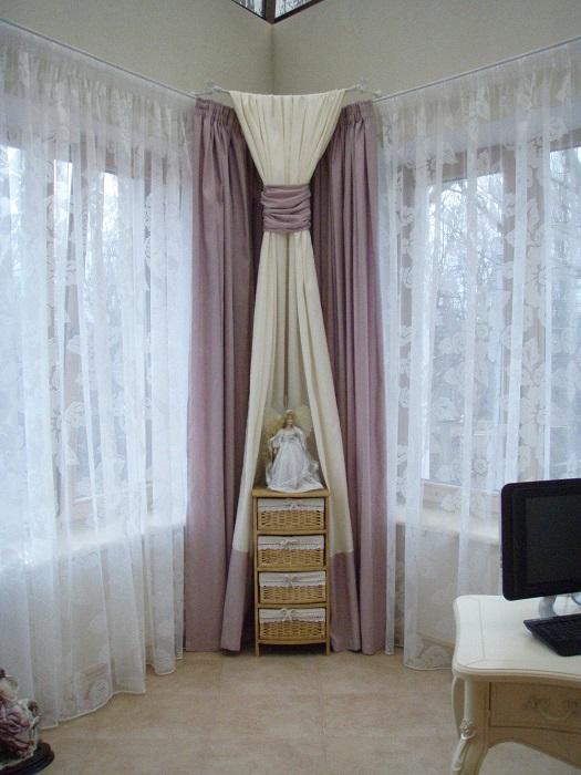 Даже самый необычный и крошечный угол можно сделать и красивым, и функциональным. | Фото: dizainvfoto.ru.