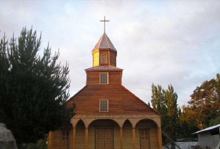 Церковь в Ичуаке (Остров Чилоэ).