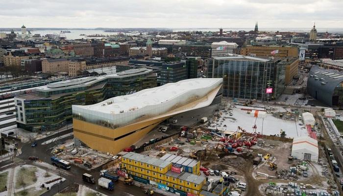 Библиотеку Oodi возвели на центральной площади возле Парламента Финляндии. | Фото: yle.fi.