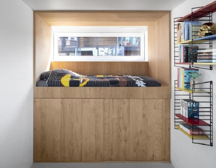 Одна из детских/гостевых спален, обустроенных на цокольном этаже (Schoonschip, Нидерланды). | Фото: innovation.24tv.ua.