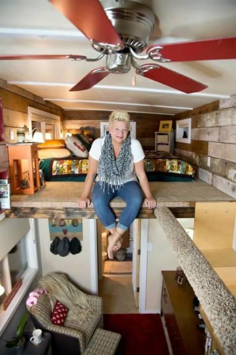 Чтобы обеспечить движение воздуха Мишель установила потолочный вентилятор (My Empty Nest»).   Фото: infodays.ru.