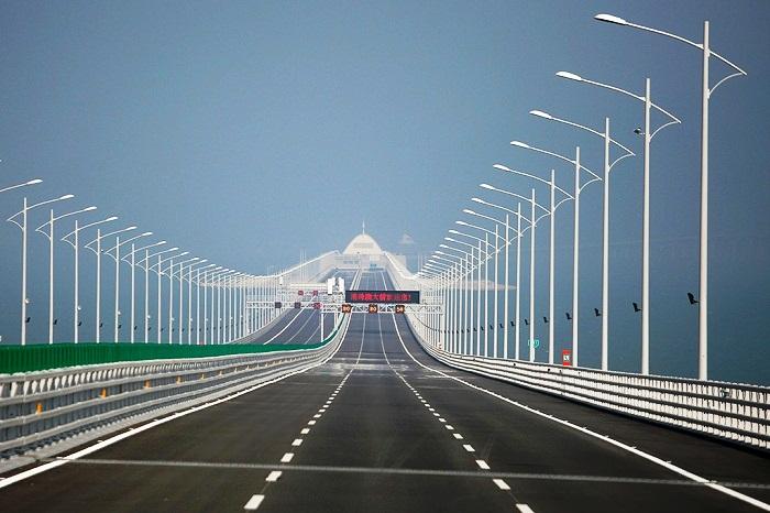 Строительство моста началось в 2009 году.