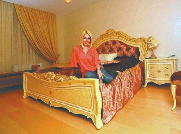 Спальня в новой квартире Леры Кудрявцевой. | Фото: interesnoznat.com.