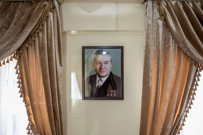 При оформлении интерьера VIP-вагона старались сохранить ретро-интерьер и оставить особый «кунаевский дух».   Фото: informburo.kz.