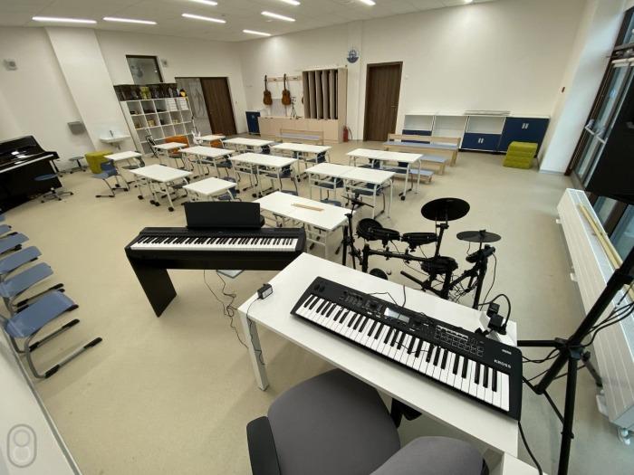 Музыкальная студия оснащена необходимой аппаратурой и инструментами («Точка будущего», Иркутск). | Фото: 808.media.