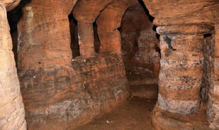 Найденный грот уже давно известен под названием Caynton Caves.