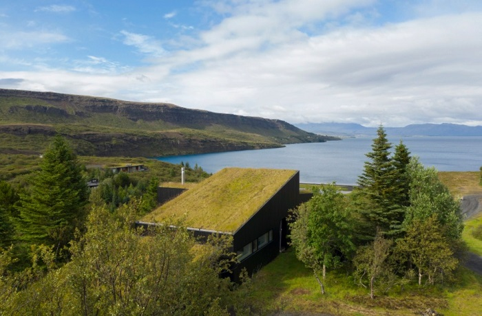 Загородная резиденция Thingvallavatn House расположена среди захватывающей исландской природы. | Фото: avontuura.com.