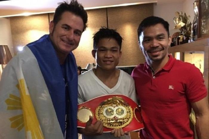 Знаменитый боксер оказывает финансовую помощь молодым спортсменам (Джервин Анкахас и Мэнни Пакьяо).