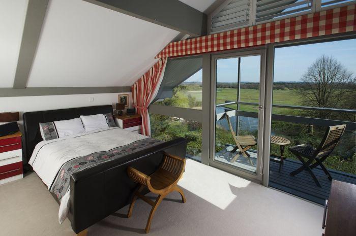 Прекрасный вид из окна одной из спальных комнат особняка Avon Place, Рингвуд. | Фото: buzzon.live.