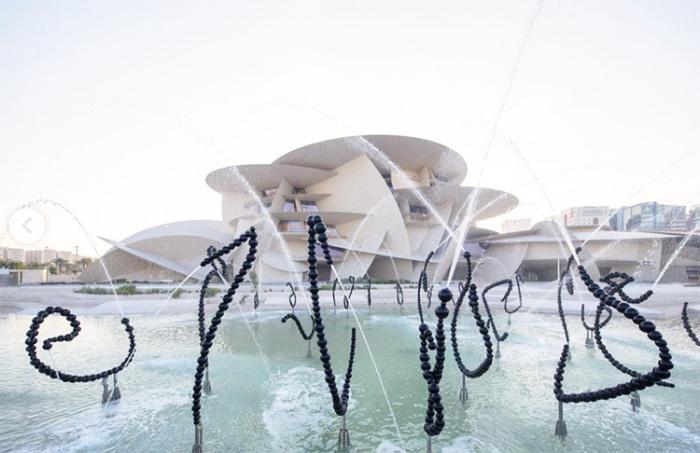 Постоянно действующая экспозиция из фонтанных скульптур стала главным украшением территории всего комплекса (Национальный музей Катара). | Фото: ru.hellomagazine.com.