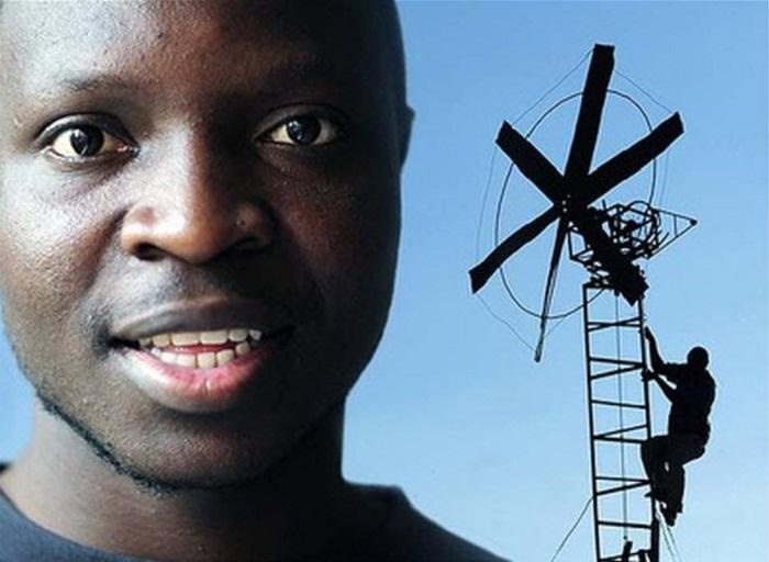 Уильям Камквамба в 14-ти летнем возрасте с обычного мусора собрал ветряной генератор. | Фото: theinterrupters.blogspot.com.