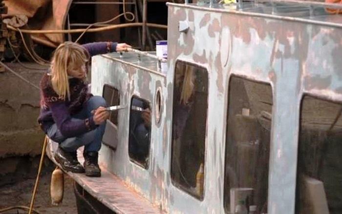 Актриса сама переоборудовала старое судно.