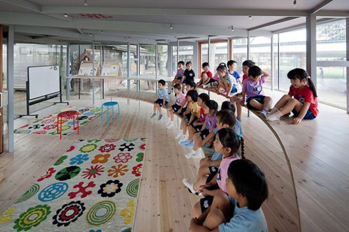 Так проходят занятия в самом необычном детском саду Токио (Япония).