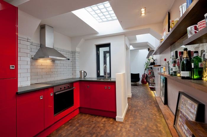 Прекрасная и просторная кухня.
