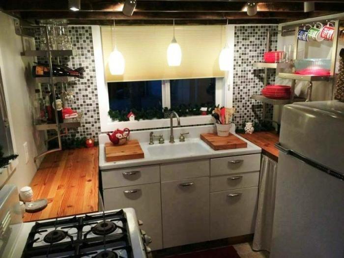 Кухня - самая любимая часть крошечного дома «My Empty Nest».   Фото: clubbeautiful.ru.