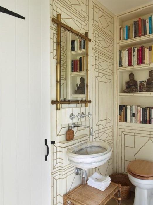 Владельцы этой квартиры верят в то, что гениальные мысли приходят в санузле.   Фото: stroy-domka.ru.