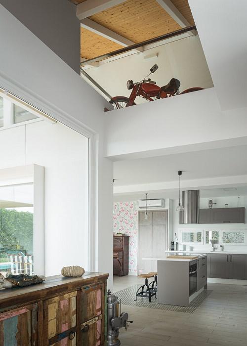 Необычная мебель и неожиданные арт-объекты помогли создать особенную атмосферу. | Фото: boredpanda.com.