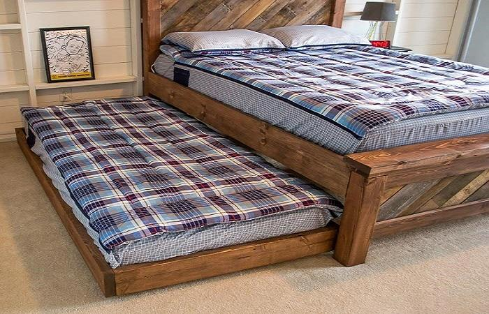 Вот так умело можно спрятать вторую кровать.