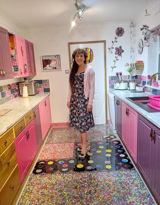 Теперь Соня Бартон может наслаждаться и обновленной кухней и тем, что так эффектно отомстила мужу. | Фото: medialeaks.ru.