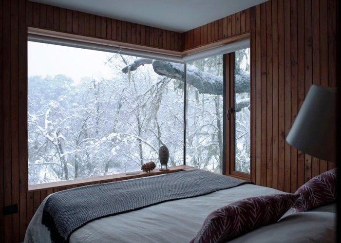 Одна из трех спальных комнат загородной резиденции в горах (La Dacha, Чили). | Фото: grandengineer.ru.
