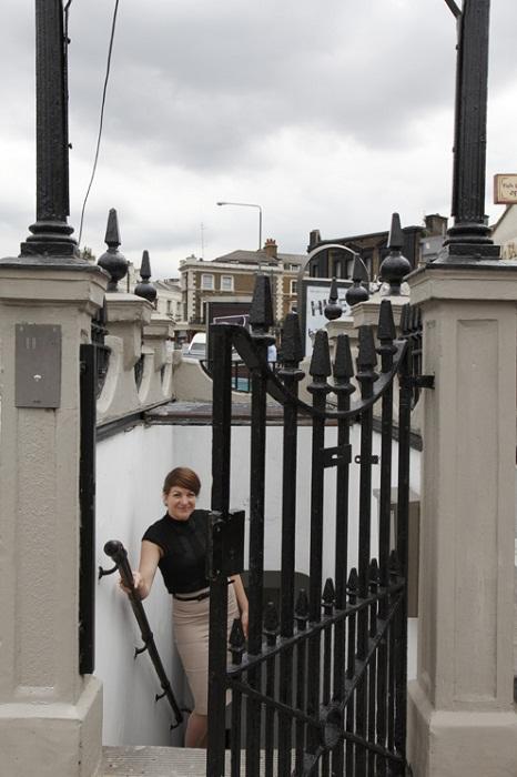 Оригинальный вход в самую необычную квартиру Лондона.