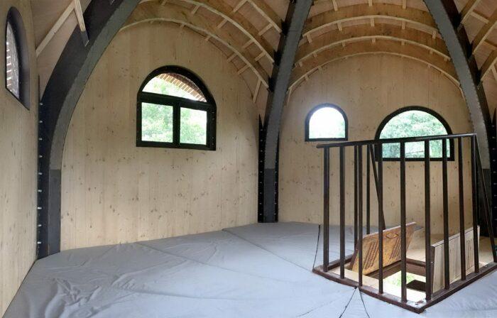 В избушке нет современных удобств, но бесплатный ночлег на природе будет обеспечен (Le Haut Perche, Бордо). | Фото: architectmagazine.com.