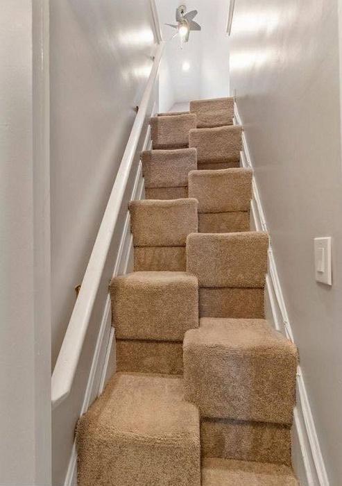 «Ведьмовская лестница» настолько напугала молодоженов, что они отказались от покупки дома. | Фото: ngayday.com.