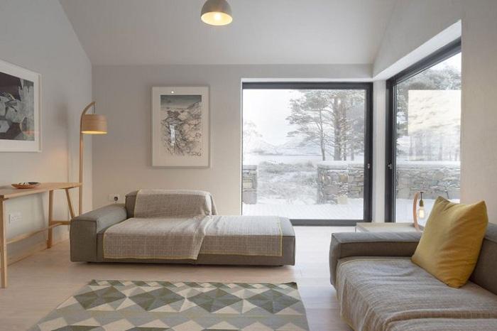 Большие окна стали главным украшением спальни (Lochside House, Великобритания). | Фото: realty.tut.by.
