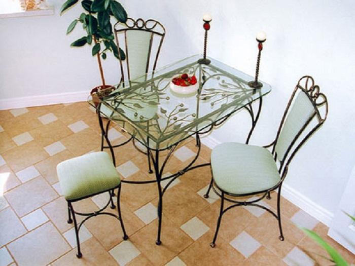 Стеклянная и изящная мебель в новом сезоне станет очень популярной.