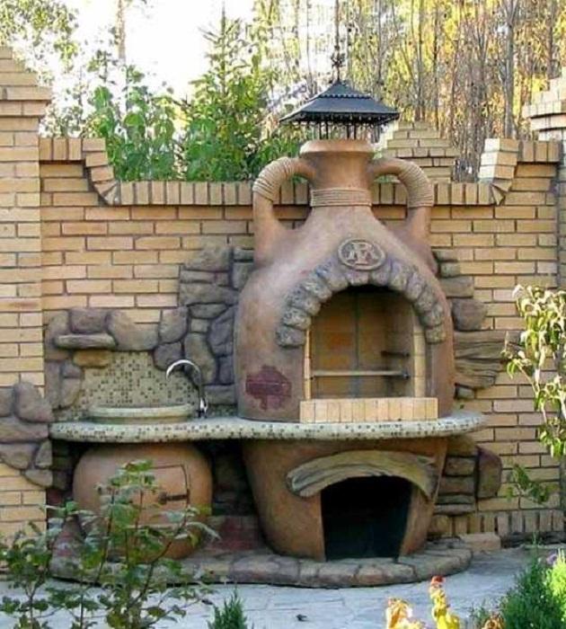 Универсальная печь-гриль, созданная из бетонной конструкции. | Фото: vest-beton.ru.