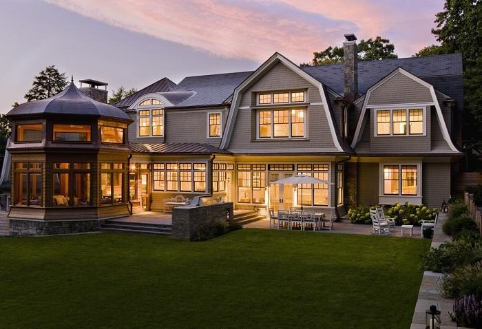 Сложная многоскатная крыша позволит увеличить объем мансардного этажа. | Фото: roomble.com.