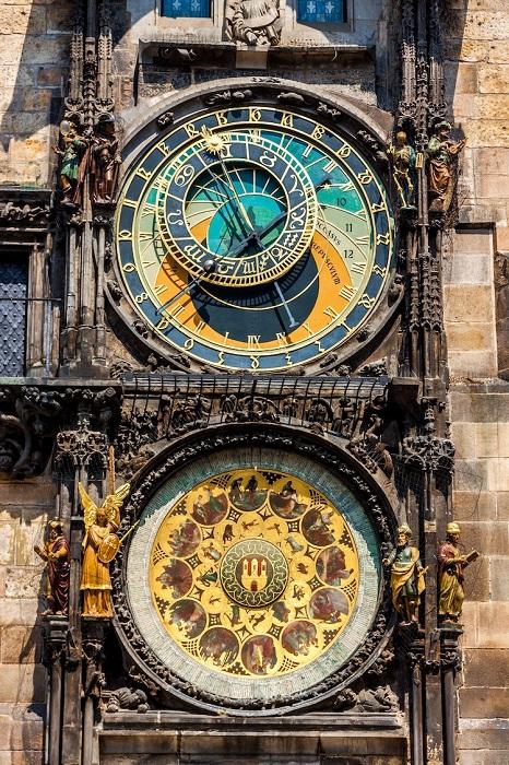 Пражские астрологические часы являются обсерваторией на стене старинной ратуши (Prague Orloj, Чехия).
