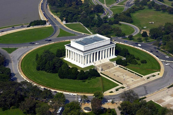 Мемориал Линкольна с высоты птичьего полёта (2000 г.).